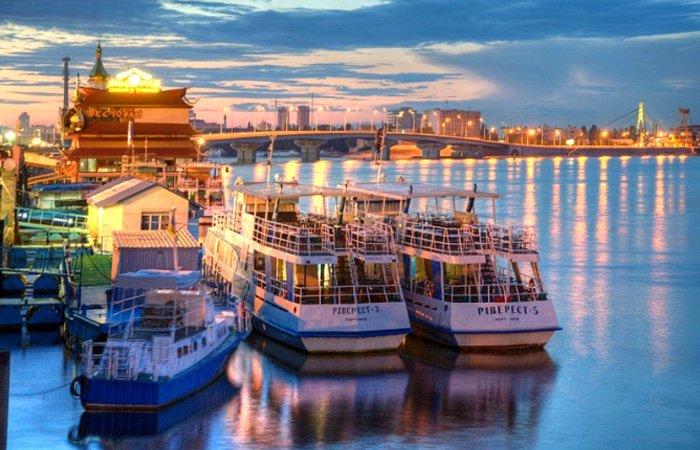 Речной пароход в Киеве